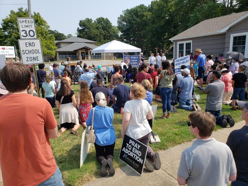 Hundreds of Pro-Lifers Gather to Pray Against Abortion Outside Planned Parenthood in Rogers